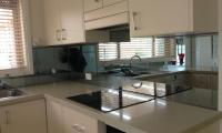 kitchens-pavys-glass-5.jpg